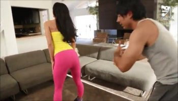 Splendid mom Ariella Ferrera gets nailed on the co