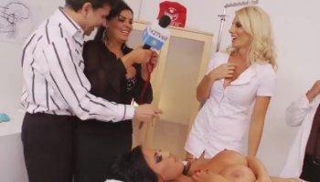 Teen playgirl stimulates her virgin pussy hard